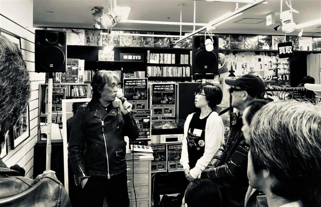 2019年11月30日ディスクユニオン御茶ノ水駅前店で開催された有賀幹夫氏トークイベントの様子。