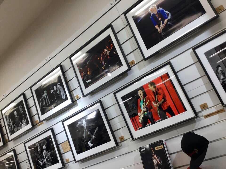 ディスクユニオン御茶ノ水駅前店に2019年12月5日まで展示中の有賀幹夫氏撮影の写真。